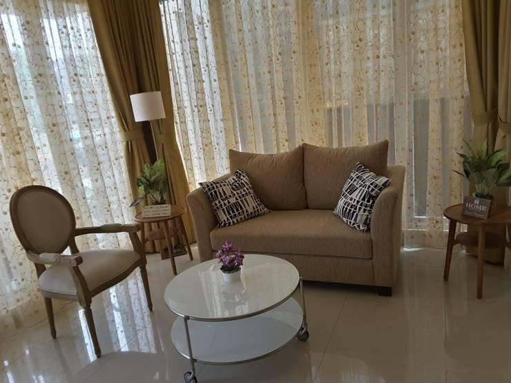 Guest Room:  Ruang Keluarga by Vaastu Arsitektur Studio