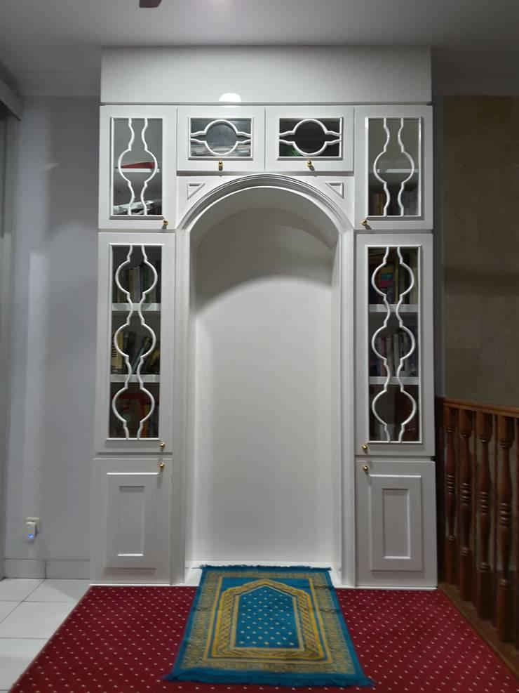 Mushollah:  Ruang Keluarga by Vaastu Arsitektur Studio