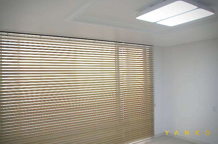 용인 수지 동보아파트 32평: 얀코인테리어의  거실,모던
