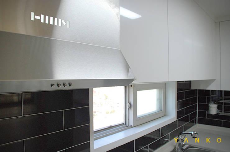 용인 수지 동보아파트 32평: 얀코인테리어의  주방,모던