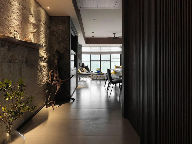 Sky Villa:  走廊 & 玄關 by ACE 空間制作所
