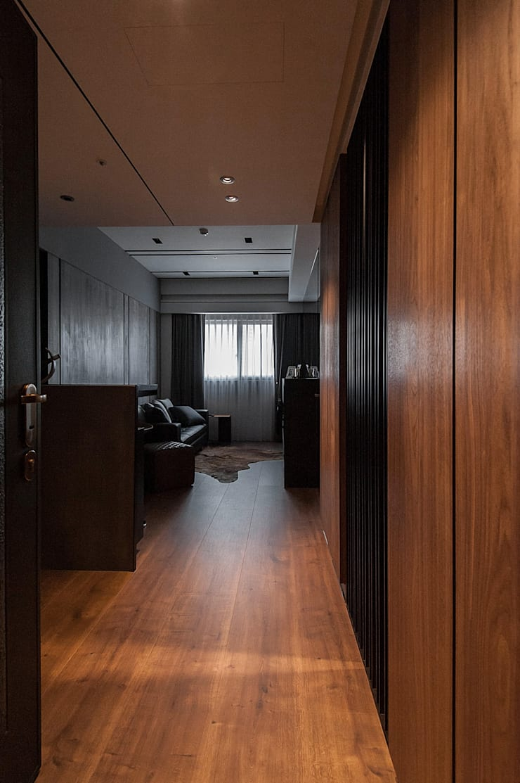 Yuppie:  走廊 & 玄關 by 沐駿室內設計有限公司