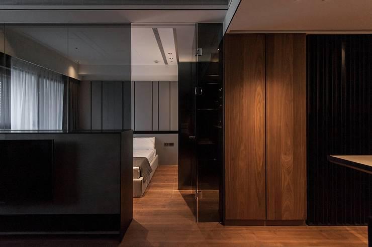 Yuppie:  客廳 by 沐駿室內設計有限公司