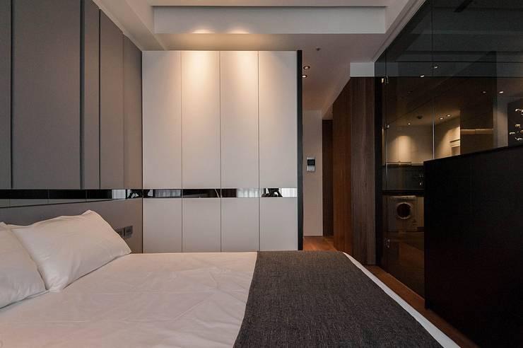 Yuppie:  臥室 by 沐駿室內設計有限公司