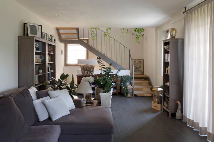 Salas de estar  por Studio Ecoarch
