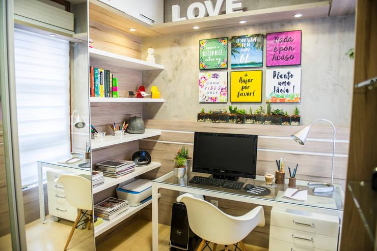 Sala de estudo: Escritórios  por Juliana Teixeira Arquitetura
