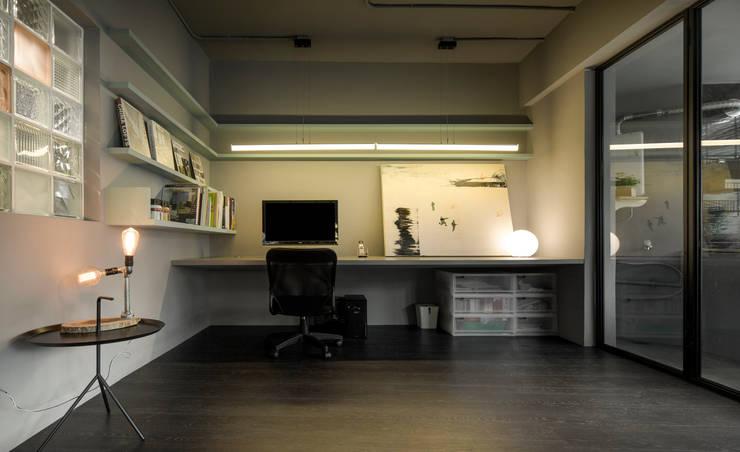最適合你的工作區域:  書房/辦公室 by 磨設計