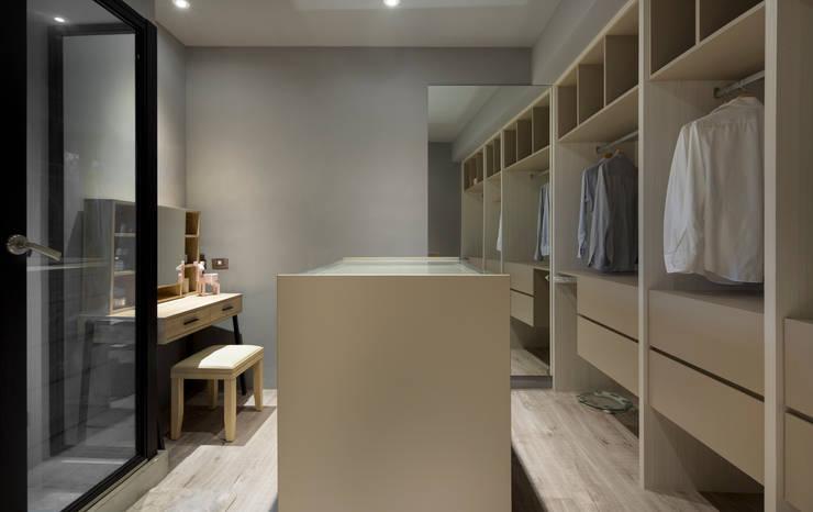 鏡面造成的視覺魔術:  更衣室 by 磨設計