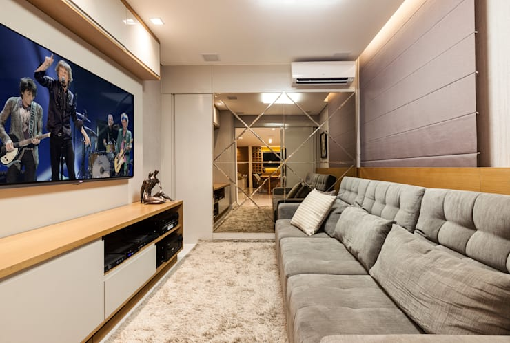 Sala de TV: Salas de estar  por Home projetos