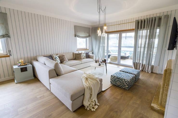 Livings de estilo  por Sizz Design