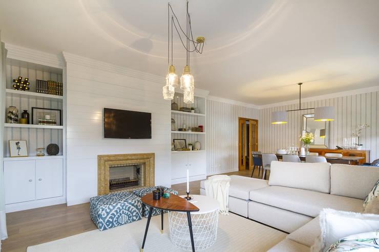 Sala e Varanda em Paço de Arcos: Salas de estar  por Sizz Design