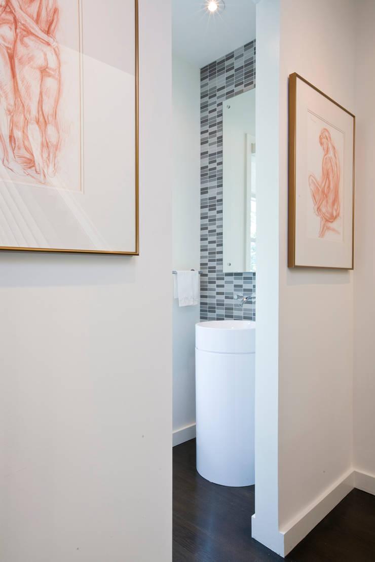 Tenleytown Rowhouse:  Bathroom by FORMA Design Inc.