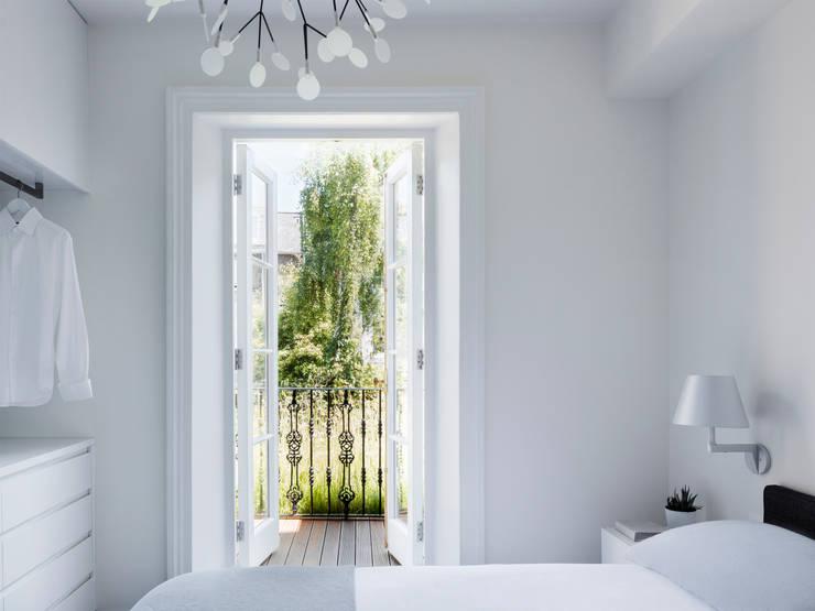 Habitaciones de estilo  por Brosh Architects
