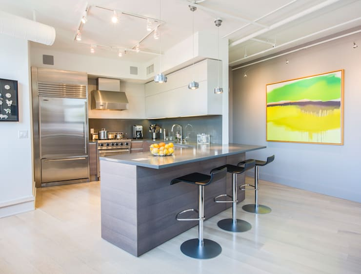 Penthouse on Church Street: modern Kitchen by FORMA Design Inc.