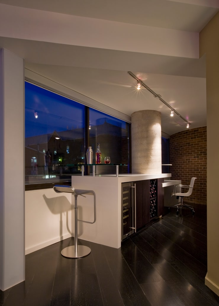 Flat on the Georgetown Canal: modern Living room by FORMA Design Inc.