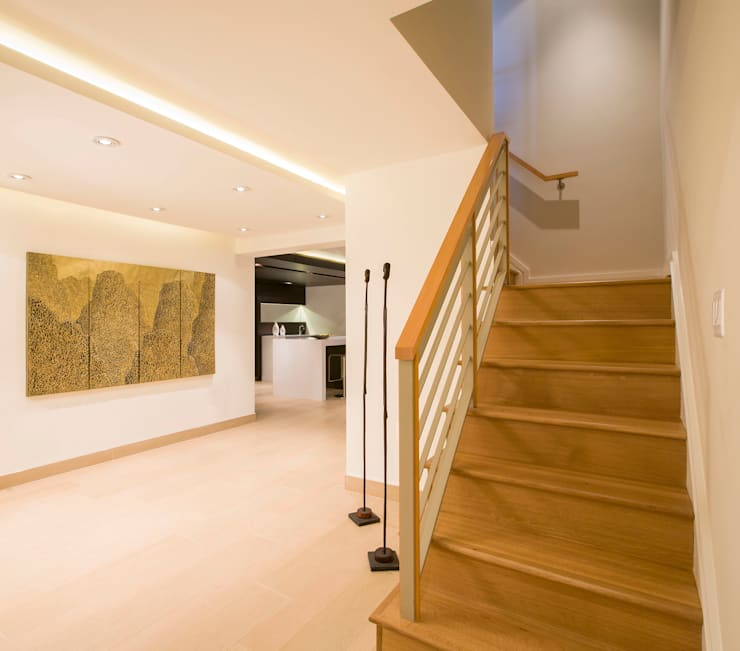 House in Potomac 2.0:  Corridor & hallway by FORMA Design Inc.