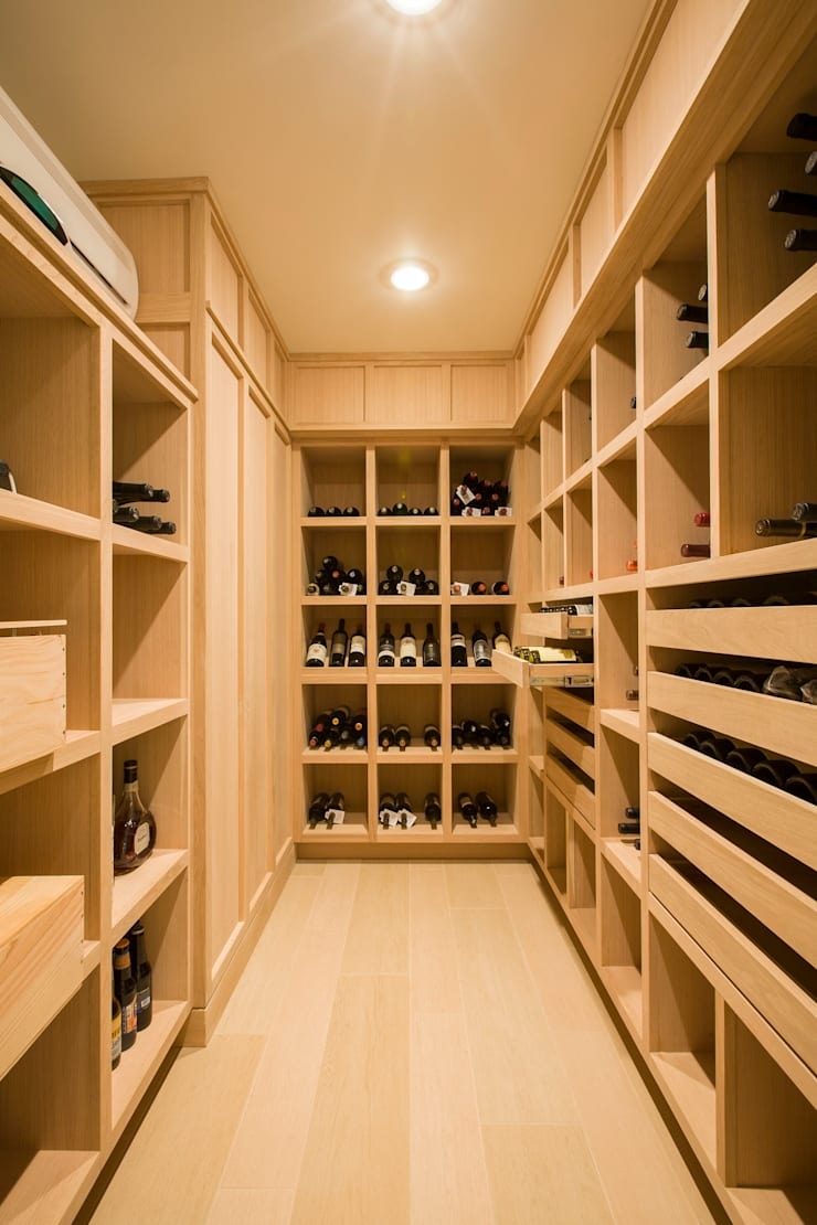 House in Potomac 2.0:  Wine cellar by FORMA Design Inc.