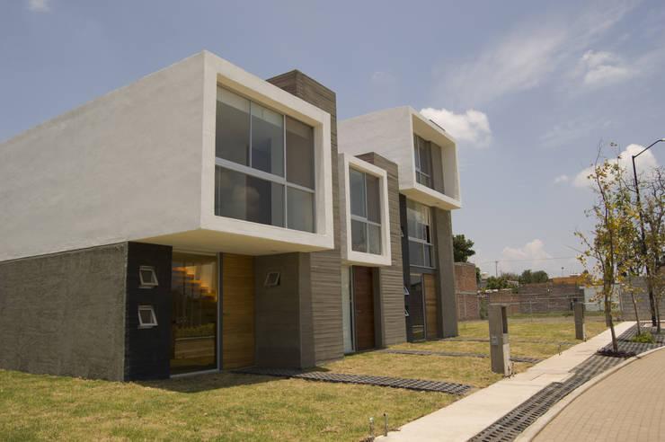 fachadas modelo de casas : Edificios de Oficinas de estilo  por MAAS Arquitectura & Diseño