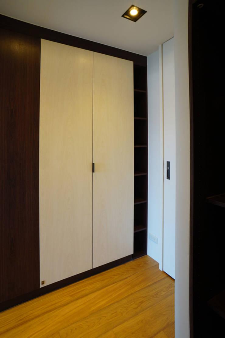 臥室:  臥室 by ISQ 質の木系統家具