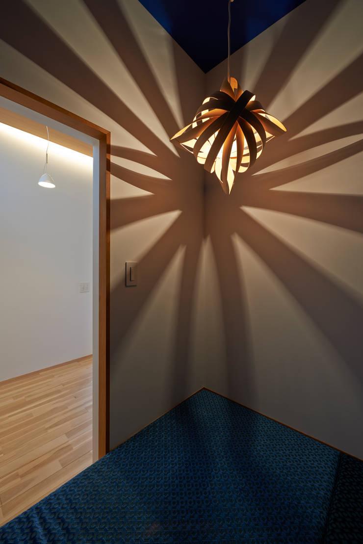 三軒茶屋の家 -都市でも気持ちよく住まう家-: (有)菰田建築設計事務所が手掛けた書斎です。