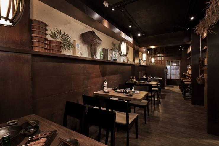 南港 禪與靜:  餐廳 by DS&BA Design Inc 伊國設計