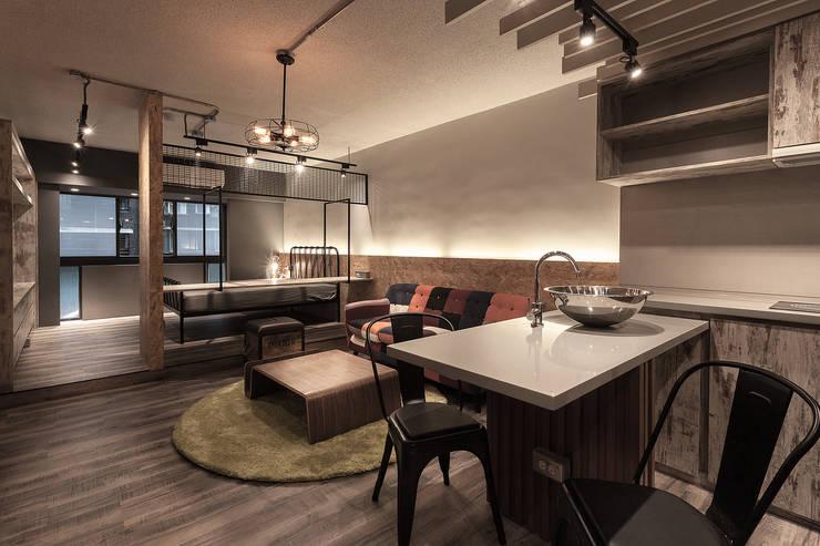 名人陳宅:  餐廳 by DS&BA Design Inc 伊國設計