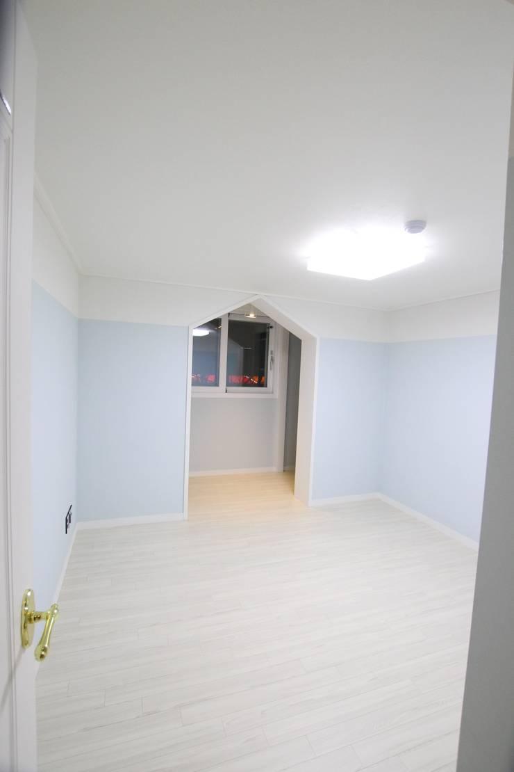 꿈마을 우성 56평: 인테리어 파란의  방,모던