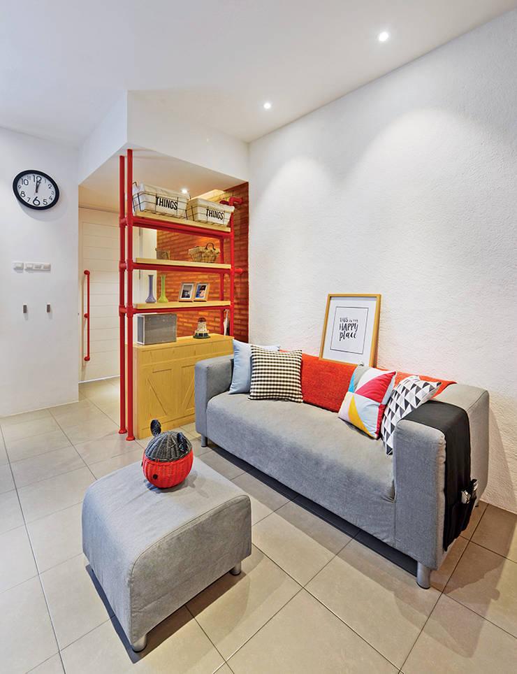 Metro House:  Ruang Keluarga by IDEO DESIGNWORK