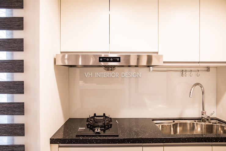信義何公館:  廚房 by VH INTERIOR DESIGN