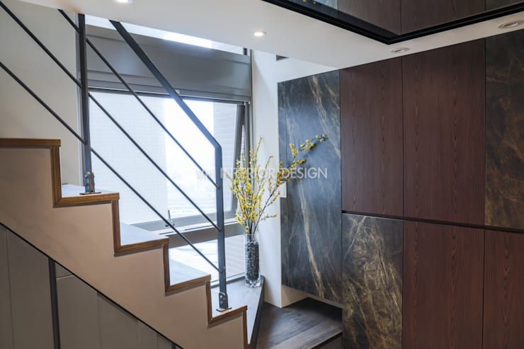 信義何公館:  樓梯 by VH INTERIOR DESIGN
