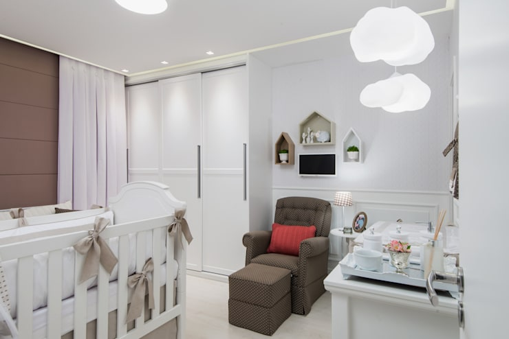 Nursery/kid's room by MM8 Arquitetura e Interiores, Classic Wood Wood effect