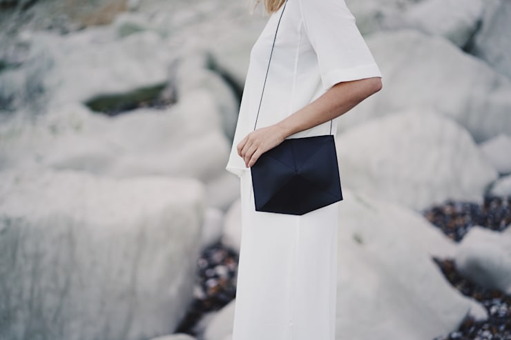 Mini Fold leather shoulderbag:   door Zand-erover, Minimalistisch