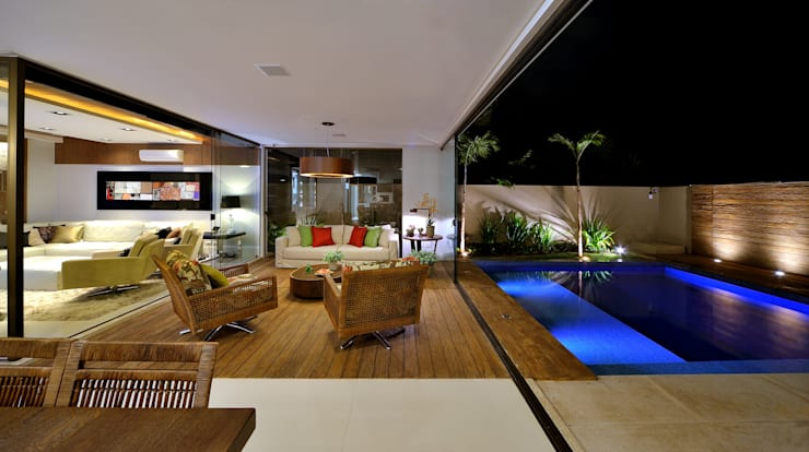 客廳 by Chris Brasil Arquitetura e Interiores