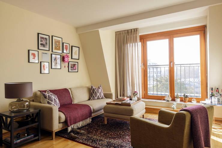 غرفة المعيشة تنفيذ Kathy Kunz Interiors