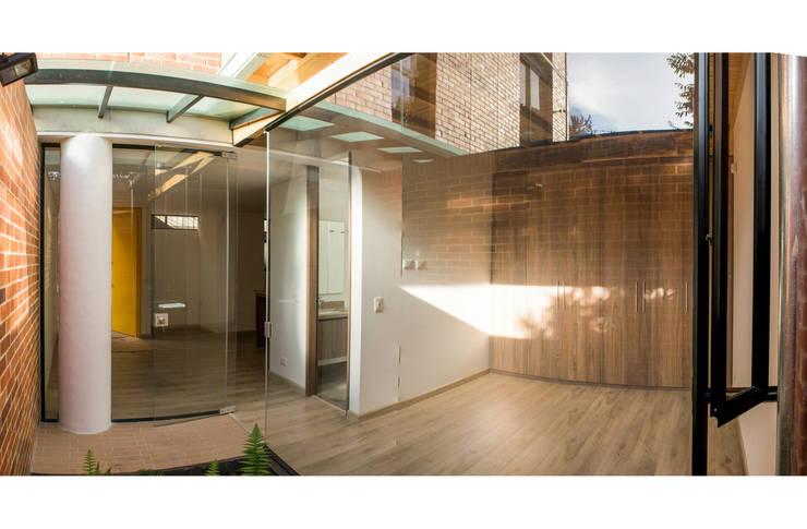 : Jardines de estilo  por Ensamble de Arquitectura Integral