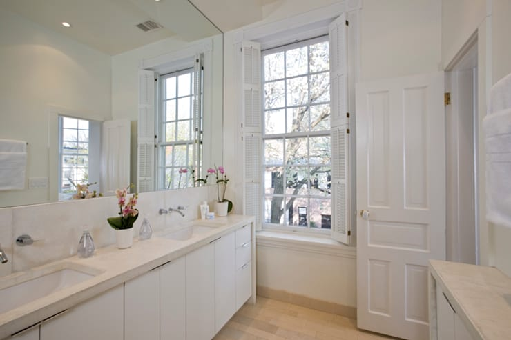 California Casual in Georgetown: modern Bathroom by FORMA Design Inc.