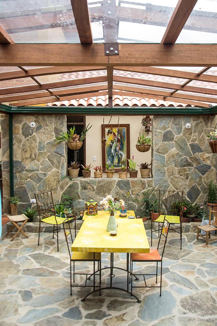 Jardines de estilo  por Ensamble de Arquitectura Integral,