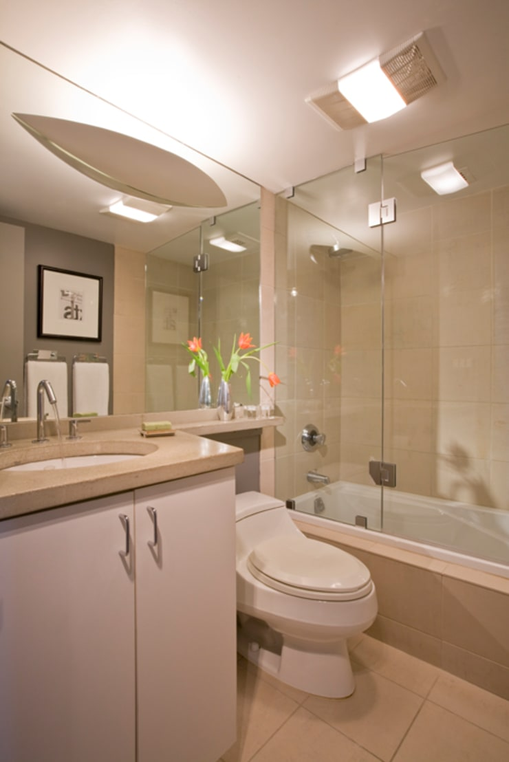 Flat in McLean, VA: modern Bathroom by FORMA Design Inc.
