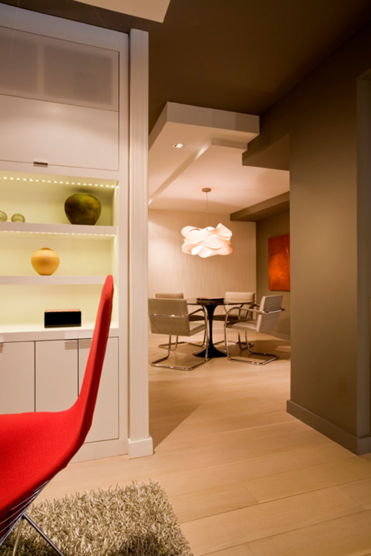Flat in McLean, VA:  Dining room by FORMA Design Inc.