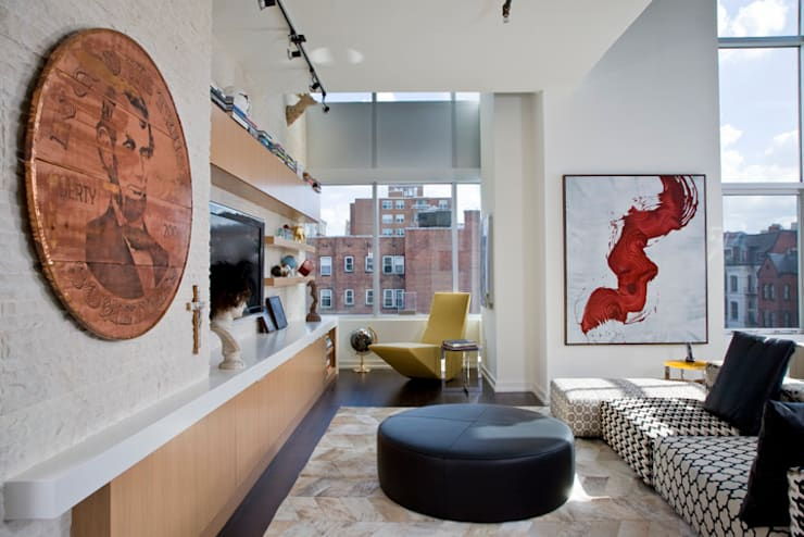 Penthouse at The Metropole:  Living room by FORMA Design Inc.