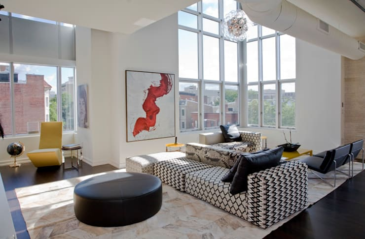Penthouse at The Metropole: modern Living room by FORMA Design Inc.