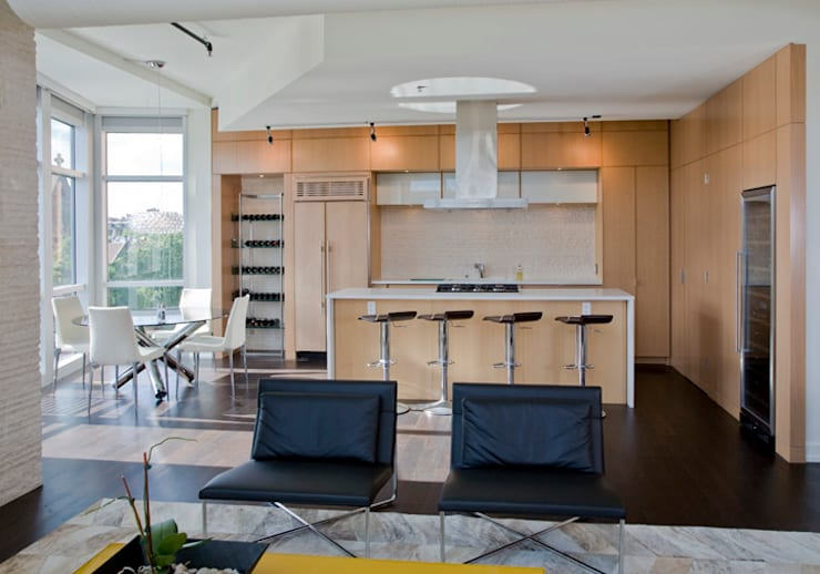 Penthouse at The Metropole: modern Kitchen by FORMA Design Inc.