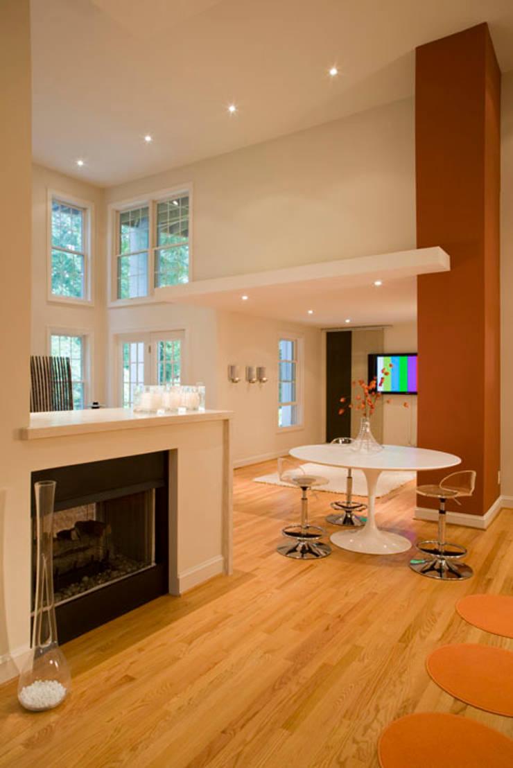Lake Barcroft Residence: modern Media room by FORMA Design Inc.