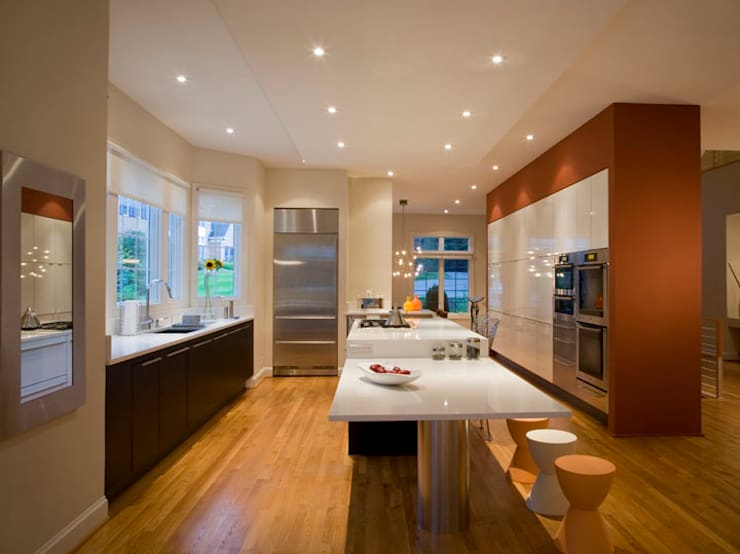 Lake Barcroft Residence:  Kitchen by FORMA Design Inc.