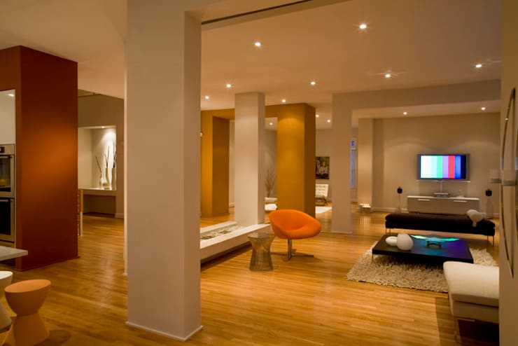 Lake Barcroft Residence:  Living room by FORMA Design Inc.