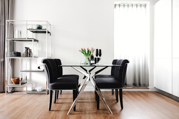 Dining room by Katie Malik Interiors,