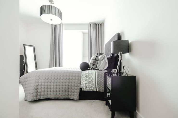 Guest Bedroom:  Bedroom by Katie Malik Interiors