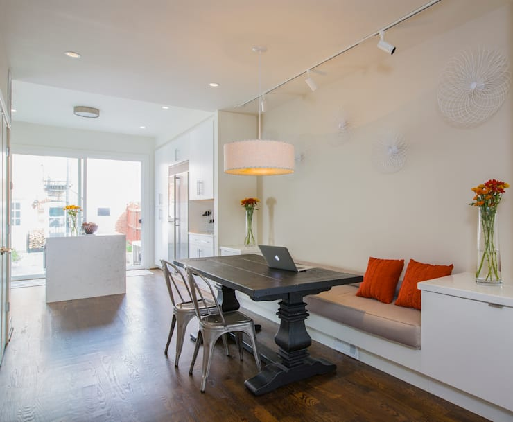 Shaw Rowhouse:  Dining room by FORMA Design Inc.