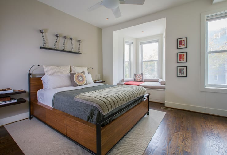 Shaw Rowhouse:  Bedroom by FORMA Design Inc.