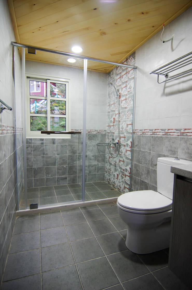 H8100+2P:  浴室 by 中圓泰 / 淋浴拉門